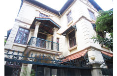 House for rent in Tay Ho street,tay Ho district,small courtyard,4 bedrooms