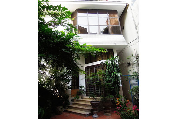 House in Nghi Tam for rent with full furniture