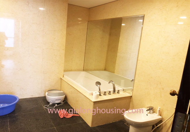 Modern fully furnished 03BRs apartment for rent at Royal City, good prices 8