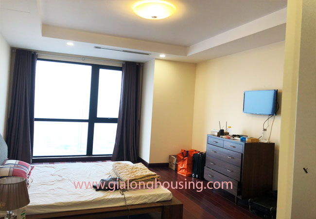 Modern fully furnished 03BRs apartment for rent at Royal City, good prices 9