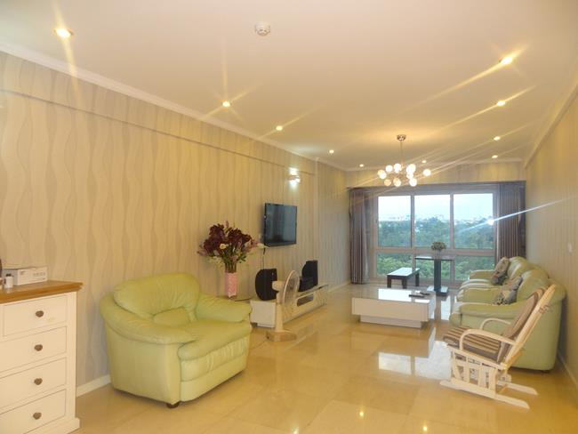 Beautiful apartment with golf view at P building