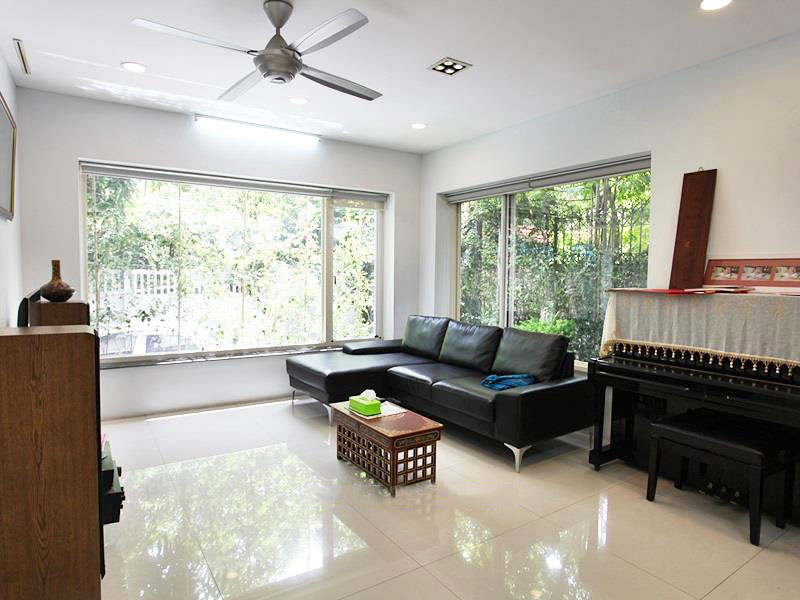 Charming House In Tay Ho For Rent With Modern Furniture