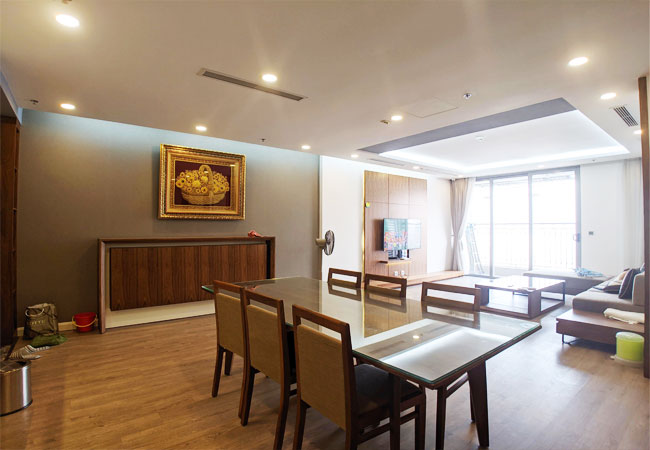 Three bedroom apartment for rent in Vinhomes Nguyen Chi Thanh