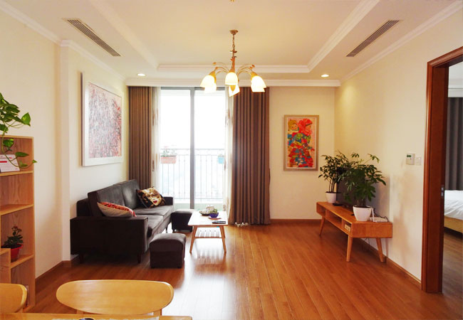 Vinhomes Nguyen Chi Thanh: Fully furnished  apartment, balcony with city view